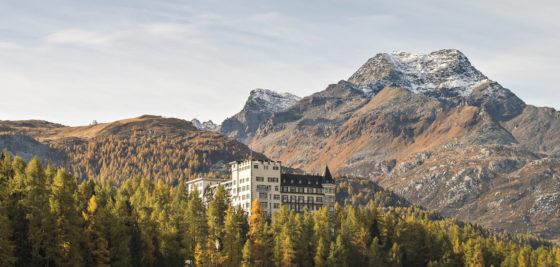 Aussenansicht Herbst Hotel Waldhaus Sils