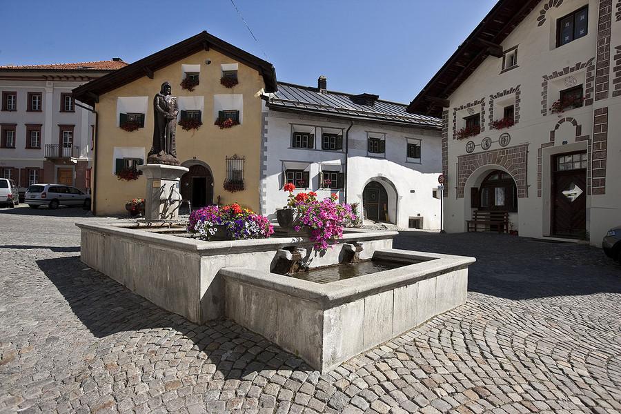 Dorfplatz in Scuol/Unterengadin
