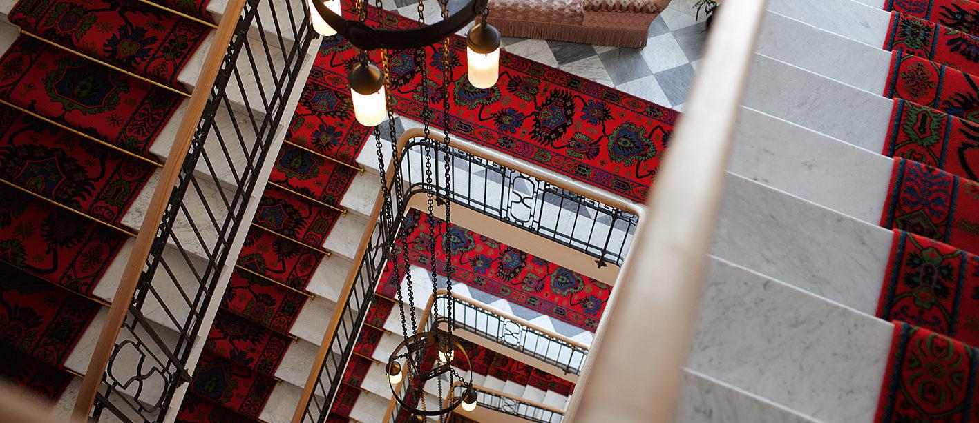 Treppenhaus im Hotel Waldhaus Sils
