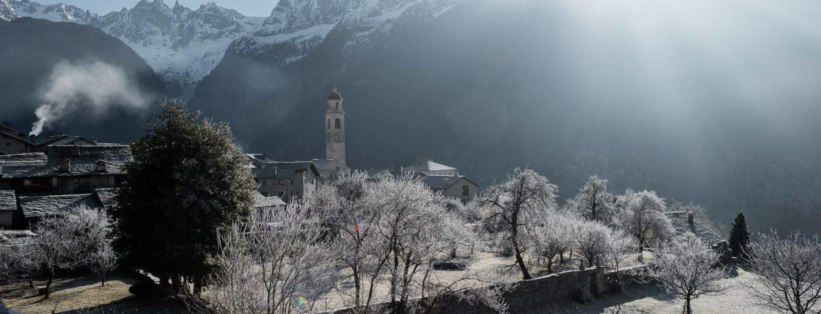 Soglio im Winter mit Blick zur Sciora-Gruppe