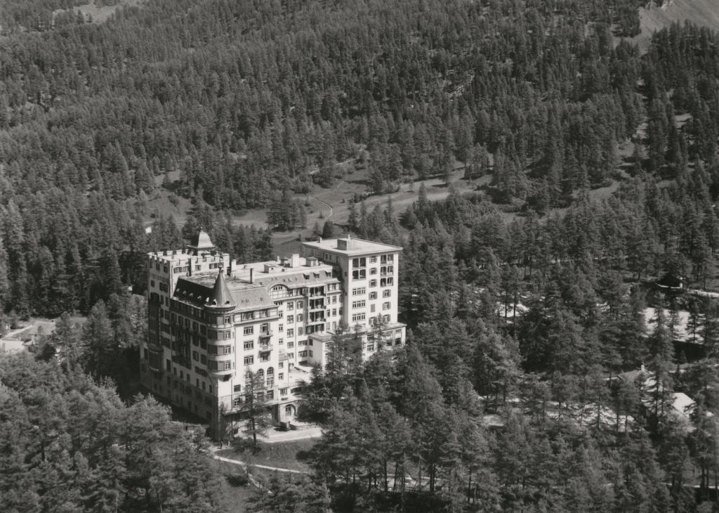 Aussenansicht Hotel Waldhaus Sils 1927