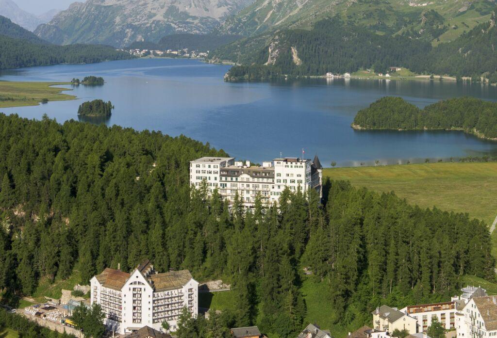 Sicht Richtung Silsersee mit Hotel Waldhaus im Vordergrund