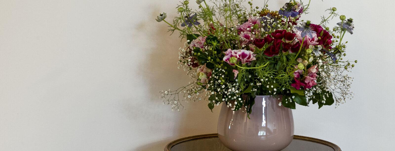 Blumenstrauss im Flur des Hotel Waldhaus Sils