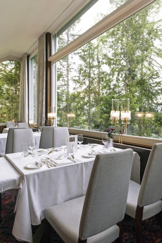 Der Speisesaal im Hotel Waldhaus Sils