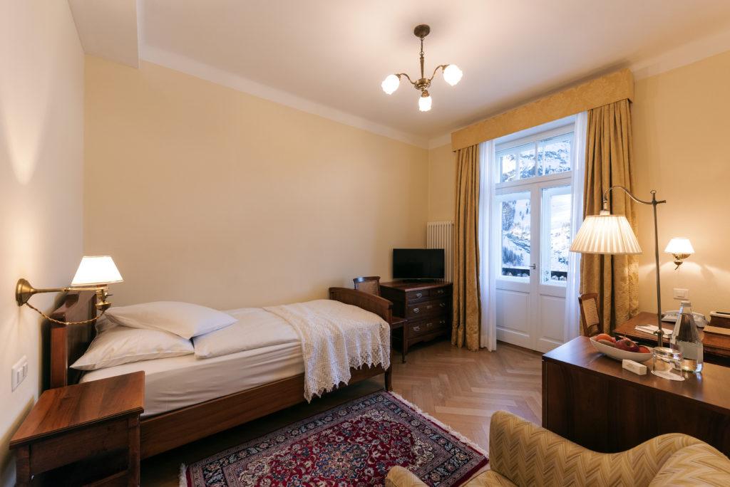 Nostalglisches Einzelzimmer im Hotel Waldhaus Sils
