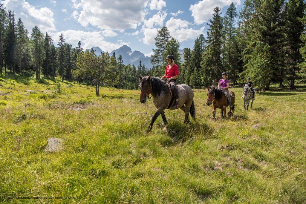 Engadin St. Moritz - Promenade à cheval dans le paysage de l'Engadine