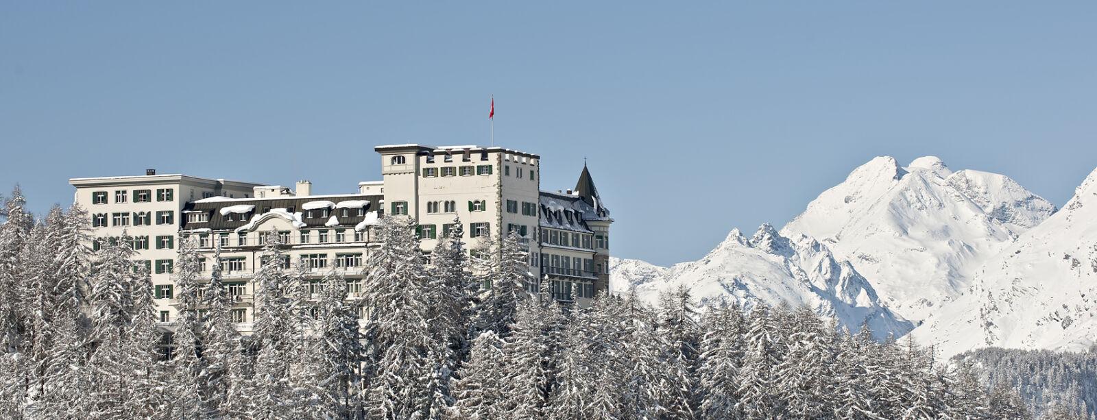 Exterior view winter - Hotel Waldhaus Sils