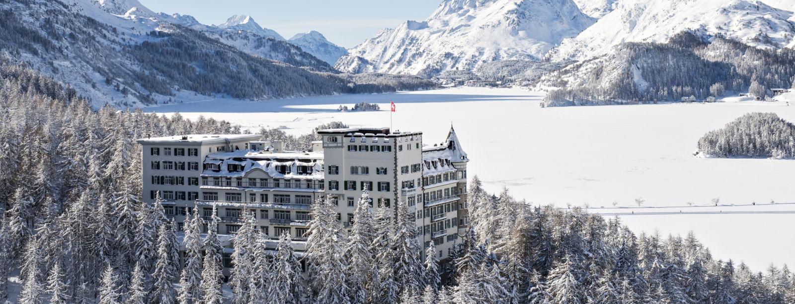 Aussenansicht vom Hotel Waldhaus Sils, Richtung Maloja im Winter