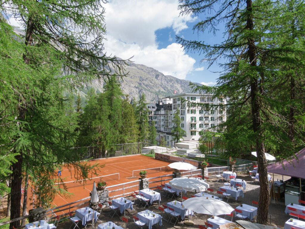 Terrasse im Lärchenwald beim Hotel Waldhaus Sils
